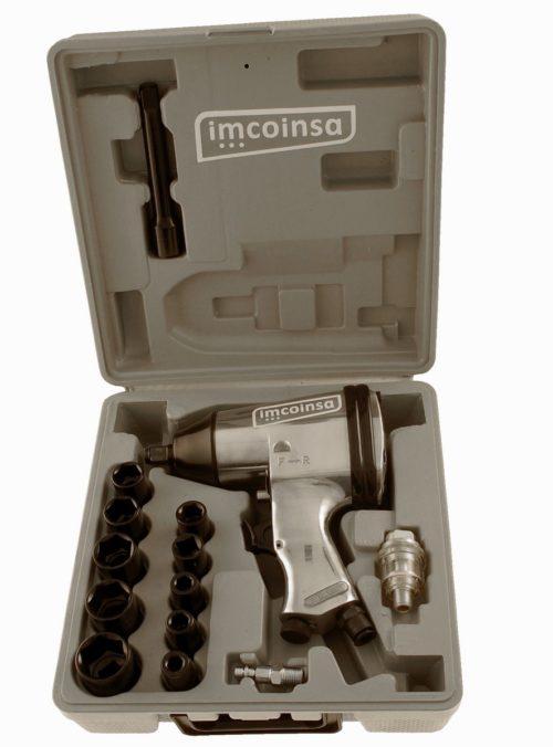 """Kit de llave de impacto de 1/2"""". Maletín anti-hurto para un fácil transporte y una mayor seguridad. El kit incluye pistola de impacto 1/2"""", 10 vasos de impacto de 9, 10, 11, 13, 14, 17, 19, 22, 24 y 27 mm, 1 prolongador de 125 mm, 1 engrasador y una llave hexagonal de 4 mm. Velocidad en vacío: 7.000 r.p.m. Par máximo: 310 Nw Enchufe rápido Consumo medio: 350 l.p.m."""